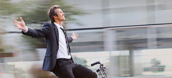 investidor andando de bicicleta